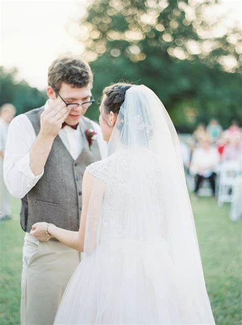 Worship filled Southern Autumn Barn Wedding // Lauren