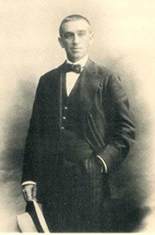 Domingo de Orueta y Duarte (1862-1926).  Fotografía realizada en el estudio del pintor y fotógrafo Antonio Cánovas del Castillo -Kaulak-, retratista de la Casa Real y de las personalidades políticas y culturales más relevantes del momento