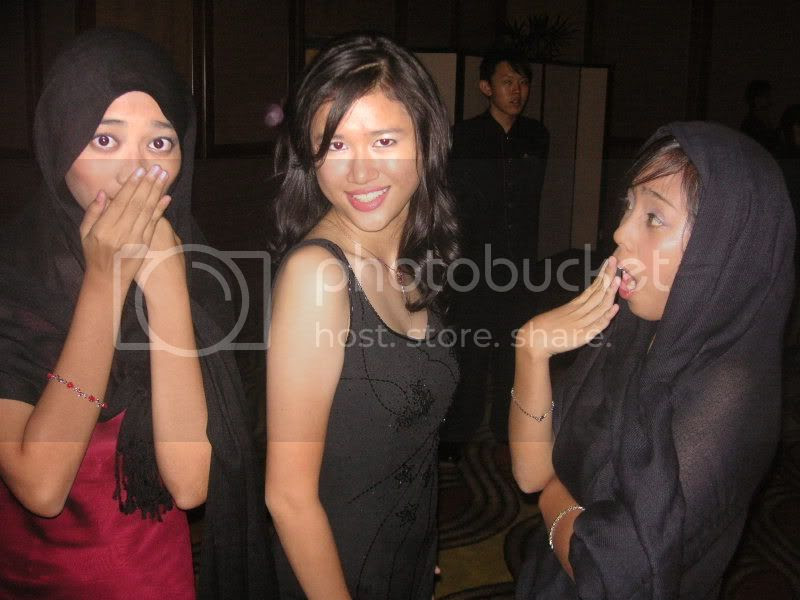 gasp! tak tutup aurat! Pictures, Images and Photos