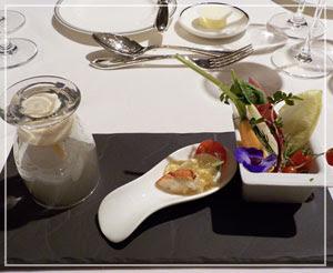 「パレスホテル東京」のニューイヤーオーケストラディナー。前菜に瞬間燻製が。