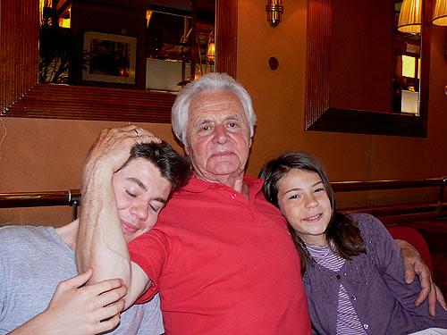 le grand-père et ses petits-enfants.jpg