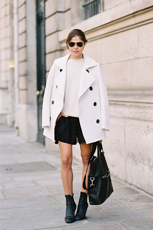 LE FASHION BLOG STREET STYLE FASHION WEEK EDITOR EMILY WEISS INTO THE GLOSS BLACK AND WHITE LOOKS WHITE SWEATER PEACOAT BLACK LEATHER SHORTS SUEDE ANKLE BOOTS LEATHER TOTE BAG ZIPPERS AVIATOR SUNGLASSES VIA VANESSA JACKMAN