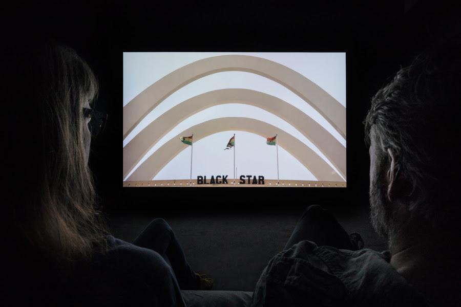 """""""Lettres du Voyant"""", de Louis Henderson, 2013. Cortesía del artista y Le Fresnoy - studio national des arts contemporains. Vista de la exposición """"Afro-Tech and the Future of Re-Invention (Afro-Tech y el futuro de la reinvención)"""", en el HMKV, Dortmunder, Alemania, 2017-2018. Foto: Hannes Woidich"""
