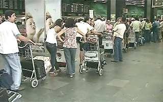 Filas se tornaram constantes à época do caos aéreo de 2006 (Foto: Reprodução/GloboNews)