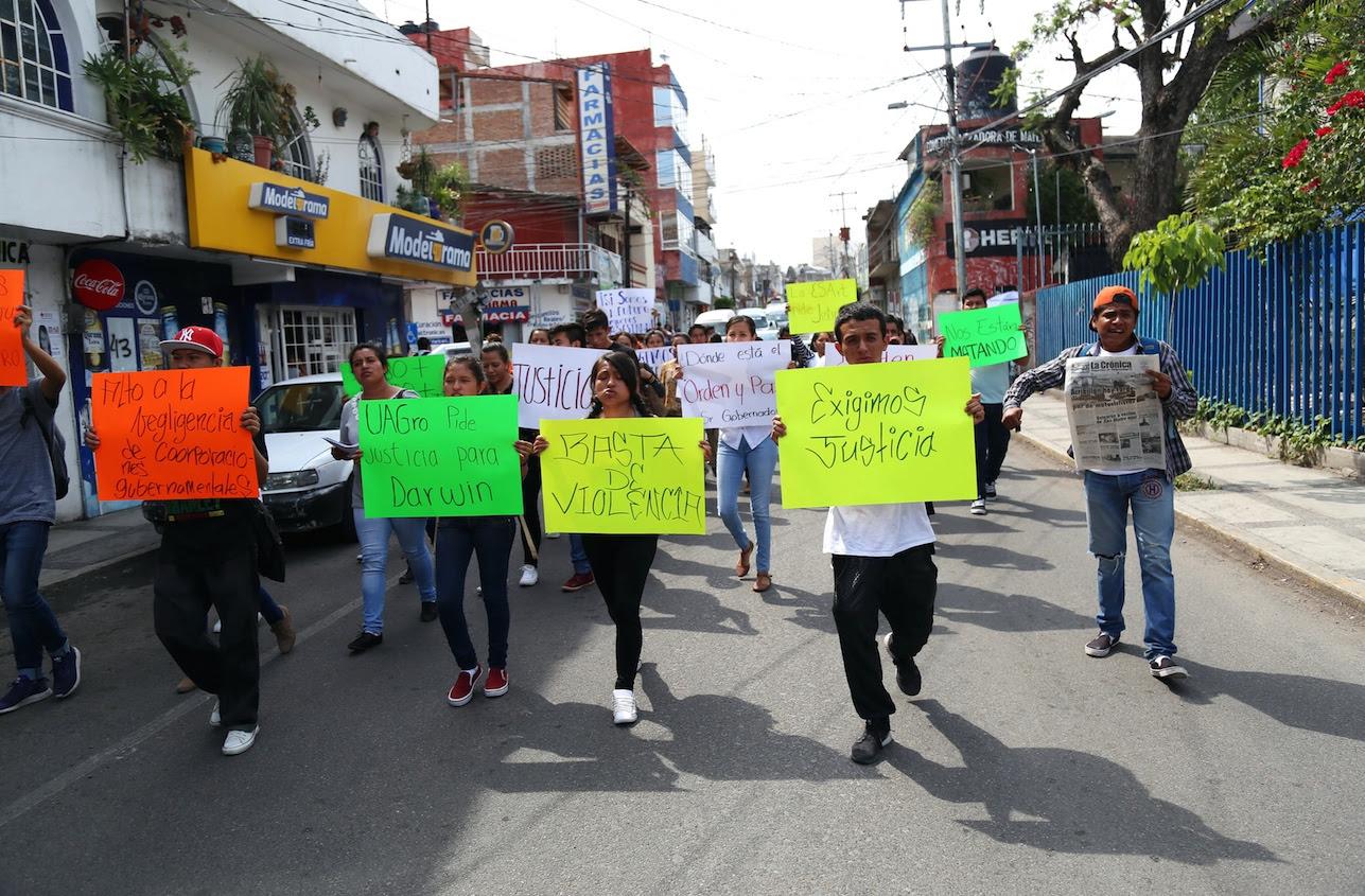 Resultado de imagen para protestan estudiantes de augro