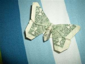 money folding idea....would be such a good way to leave a tip :)