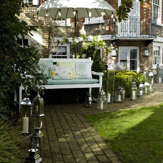 Create an ambient pathway | Elegant garden party decorating ideas ...