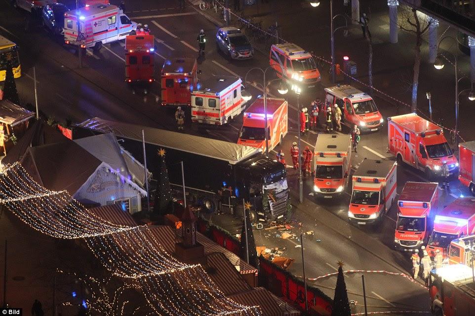 O veículo deixou um rastro de devastação em seu rastro, em um eco de refrigeração do ataque terrorista mortífero na cidade francesa de Nice, em julho - e vem apenas uma hora depois de o embaixador russo foi morto a tiros em Ancara