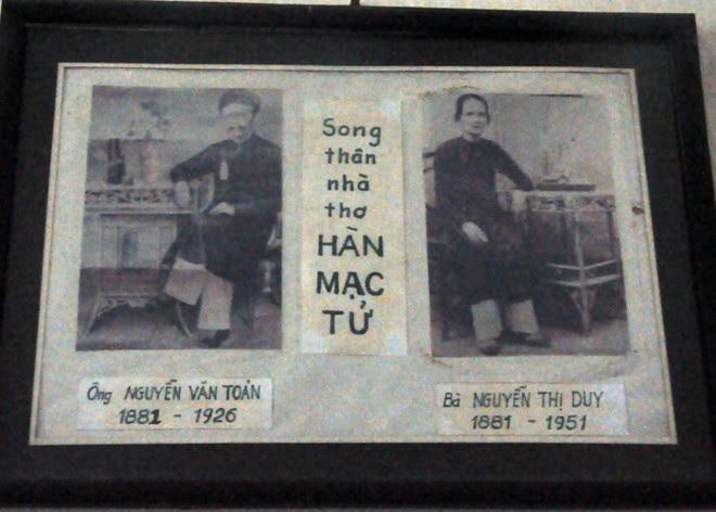 Thân sinh Hàn Mạc Tử là Nguyễn Văn Toản đã học Đại chủng viện Huế đến chức tư; sau ra lập gia đình, ông đã lấy những đức tin căn bản trong đạo lý cổ truyền để đặt tên cho sáu người con: Nhân, Nghĩa, Lễ, Trí (tức là Hàn Mạc Tử), Tín và Hiếu