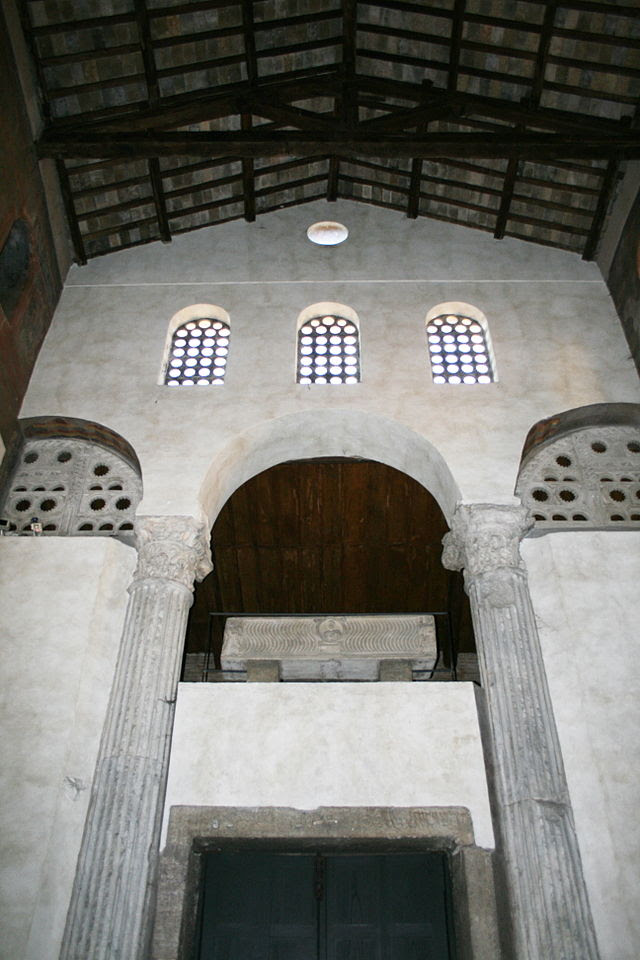 Maria in Cosmedin Statio Annonae Säulen.JPG