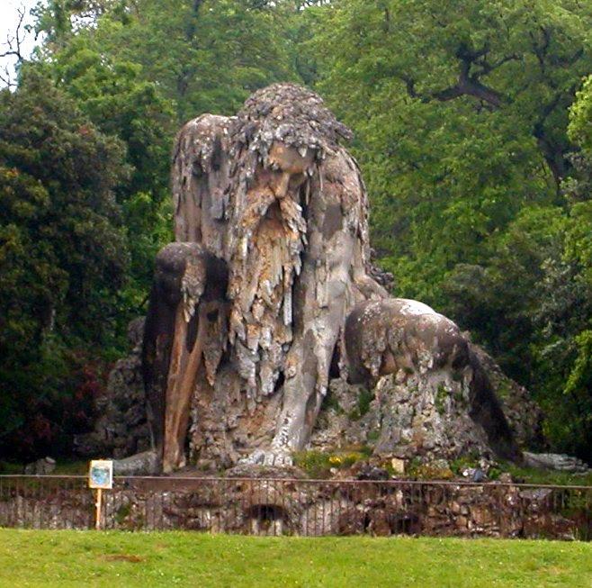7 Patung Kolosal di Dunia yang Menakjubkan