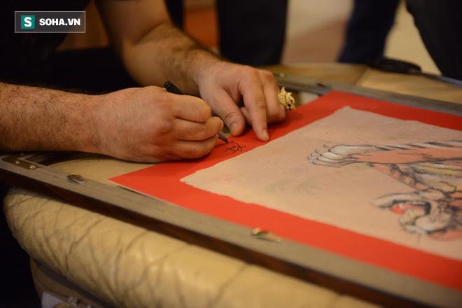 Bức tranh đặc biệt vẽ khẩn trong đêm được Flores tặng Đoàn Bảo Châu ngụ ý điều gì? - Ảnh 5.