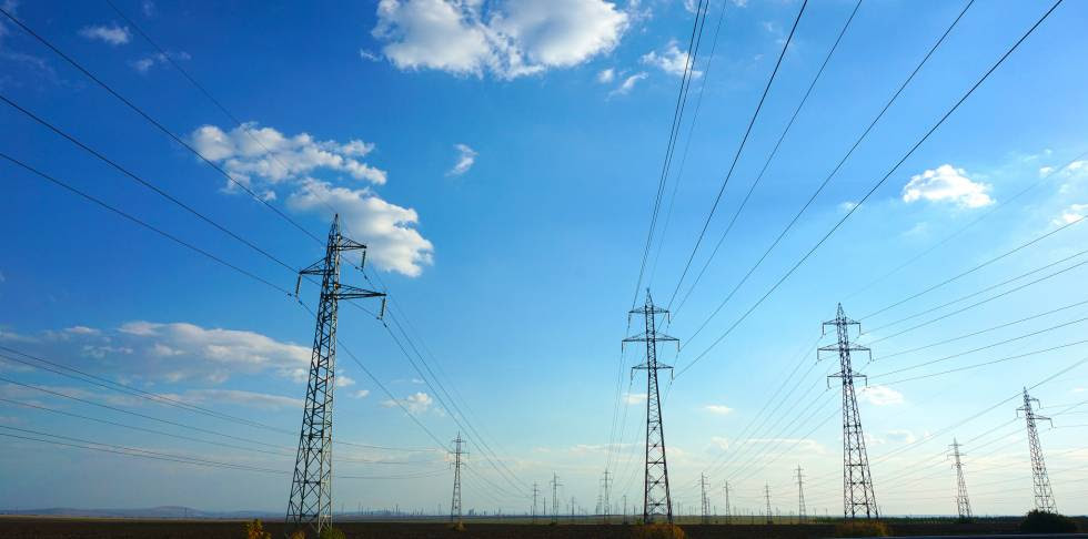 Tendido eléctrico en Bulgaria.