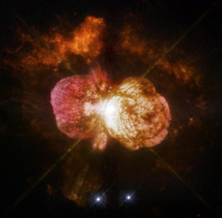 La gran erupción de Eta Carinae, en la década de 1840 creó la Nebulosa del Homúnculo ondulante, fotografiada aquí por el Hubble.