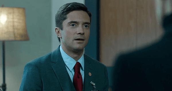 Agente da CIA recém-promovido Adrian Yates quer matar Mike usando seus próprios escravos MK.  Ele também é muito atrevida.