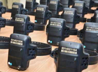 Tornozeleiras são entregues nesta sexta; monitoramento será feito no COI