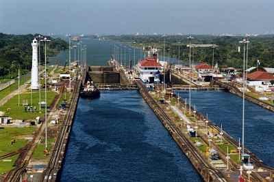 Panama_Canal_Gatun_Locks_opt