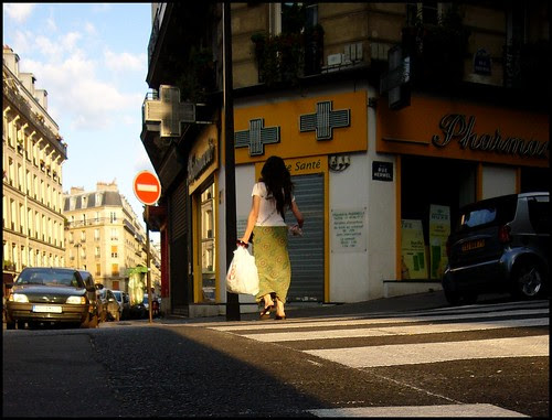 Paris, rue Marcadet (cropped, levels)