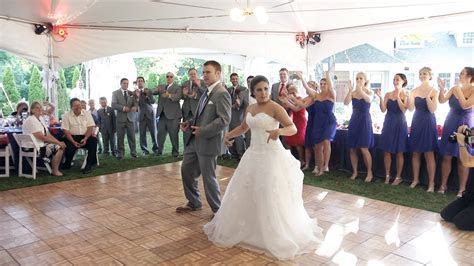 Best Wedding First Dance Ever   Awesome Bride & Groom