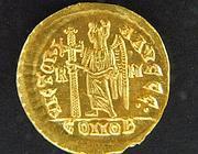 Una delle monete rinvenute