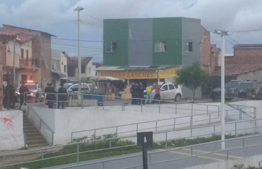 Movimentação de policiais no entorno da estação. (Foto: Reprodução/Whatsapp)