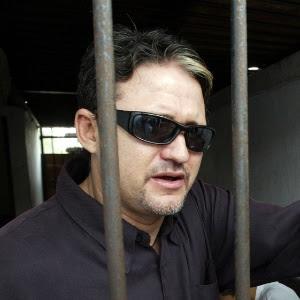 Foto de junho de 2004 registra o brasileiro Marco Archer Cardoso Moreira preso em cela na Indonésia