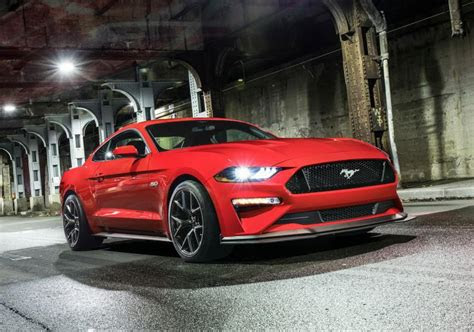 ford mustang gt performance pack level    specs