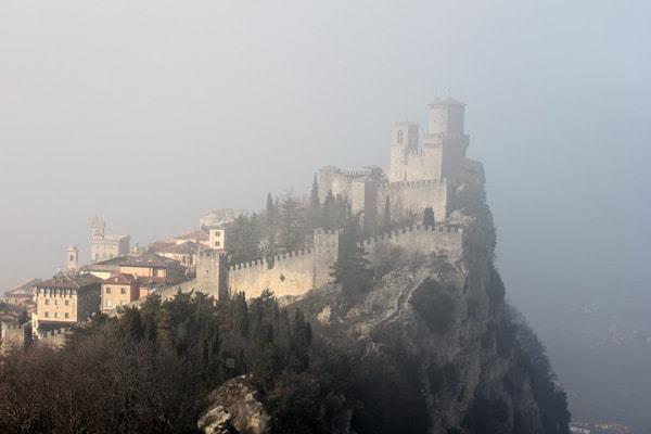 http://www.johnnyjet.com/wp-content/uploads/2012/01/Jennifer-Dombrowski-San-Marino-2012-1.jpg