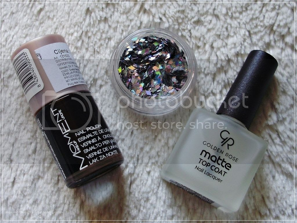photo black_matte_nails_with_glequins_7_zpspiq2eehs.jpg