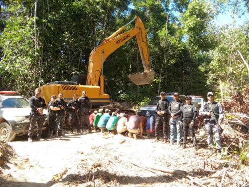 A��o fecha garimpo clandestino e prende 21 pessoas em Aripuan�