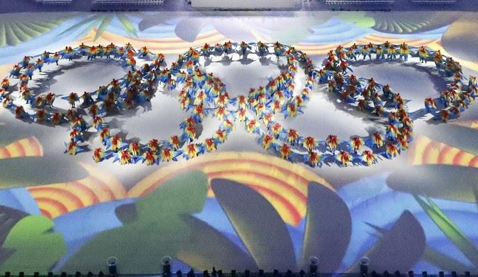 Maracanã durante cerimônia de encerramento aros olímpicos (Foto: Reuters)