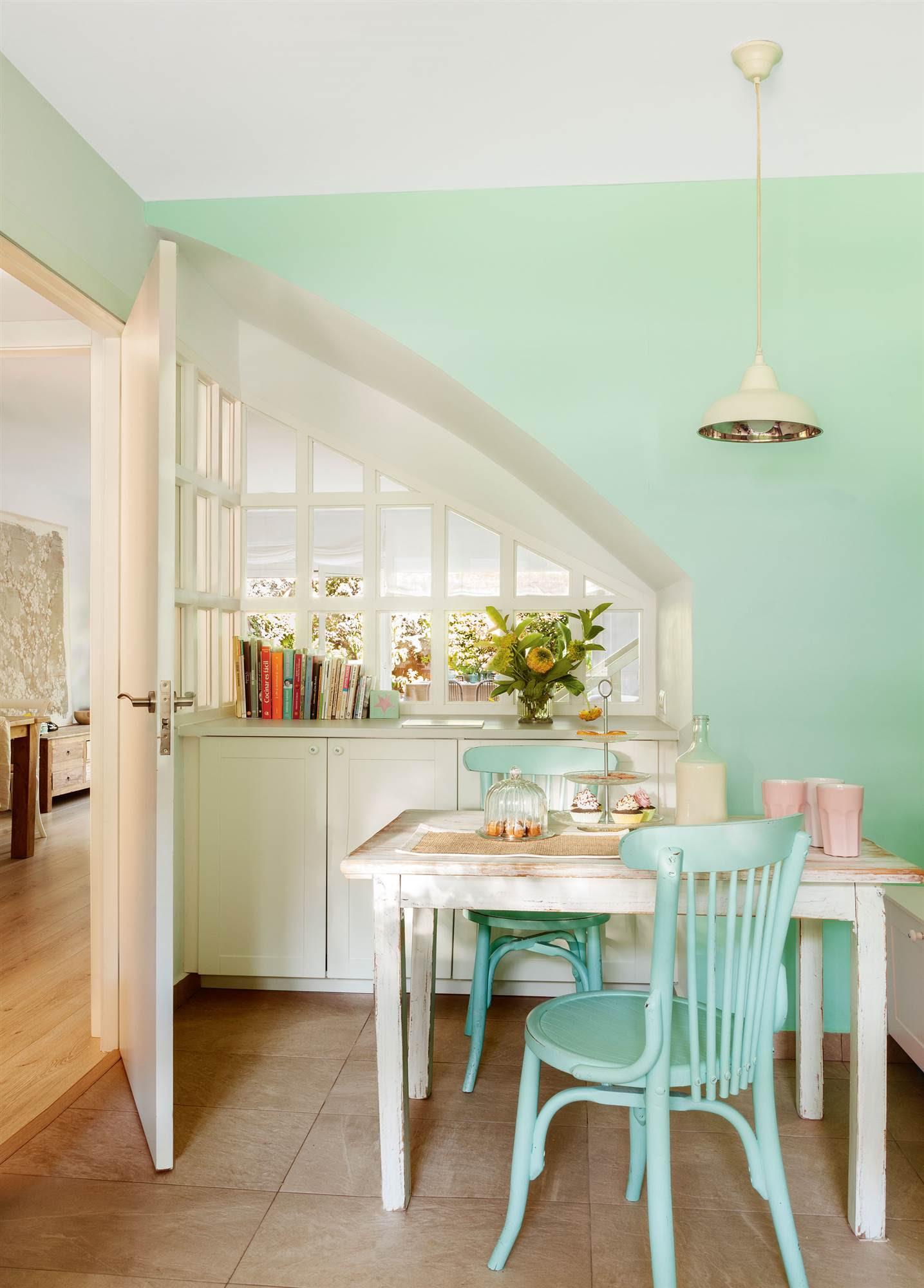 00405969. Office con cómoda, ventana y pared verde 00405969