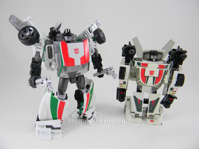 Transformers Wheeljack Generations Deluxe - modo robot vs G1