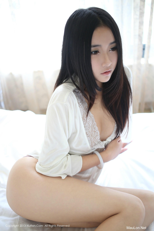 Chiếc giường vắng anh