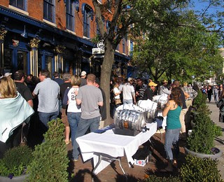 Capacity crowd at Pratt Street Alehouse (02)