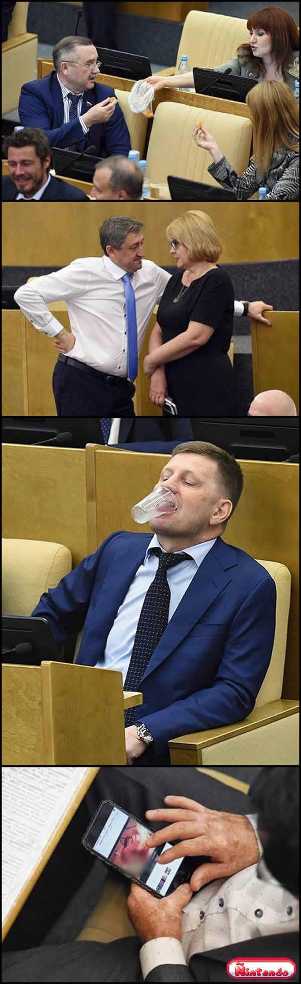 Enquanto Isso Em Um Dia Importante No Parlamento Russo