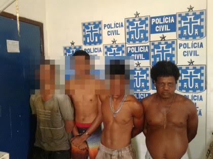 03 menores e 01 homem foram presos pela Polícia (Foto: Ubatã Notícias)