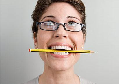 Ngậm bút chì chữa đau đầu