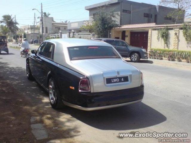 Rolls Royce Phantom spotted in Karachi, Pakistan on 11/15/2009