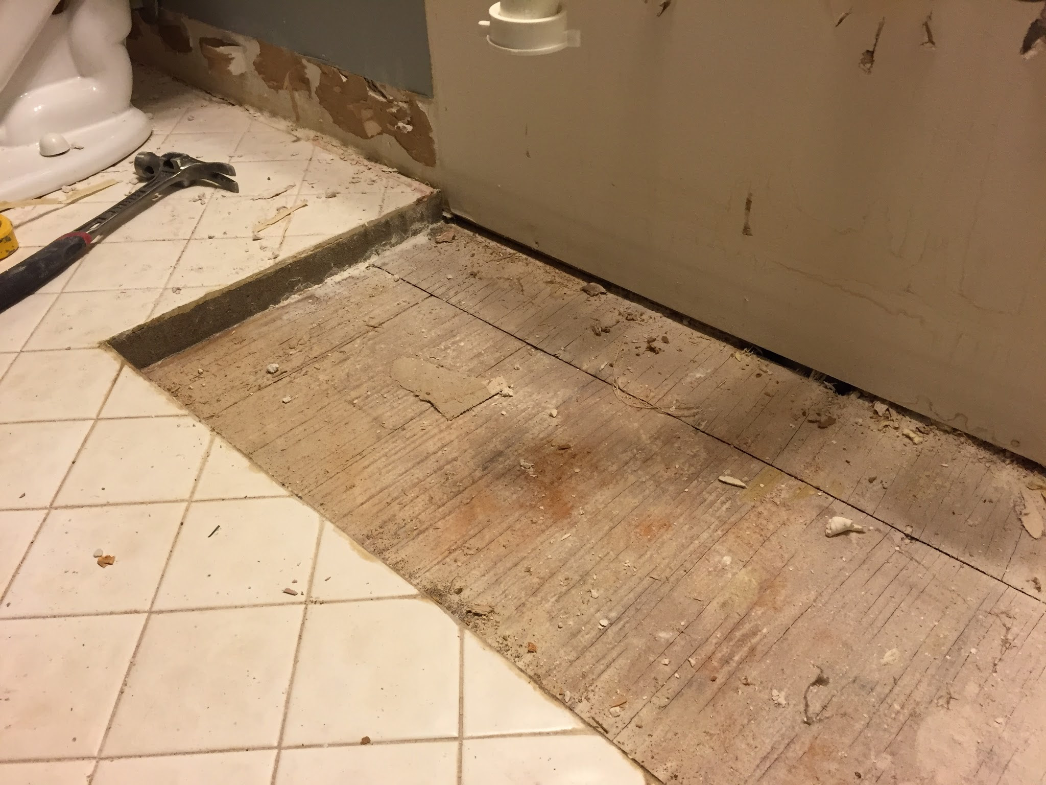 subfloor - What is the 2-inch layer of masonry under my ...