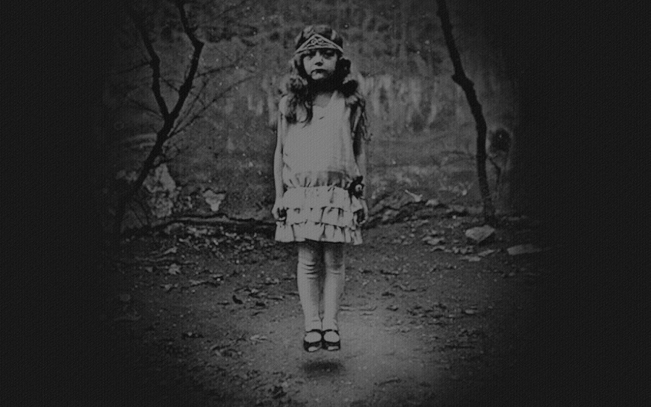Miss Peregrine S Home For Peculiar Children Wallpaper Olive