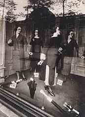 Eugène Atget, Store Window, avenue des Gobelins, 1925