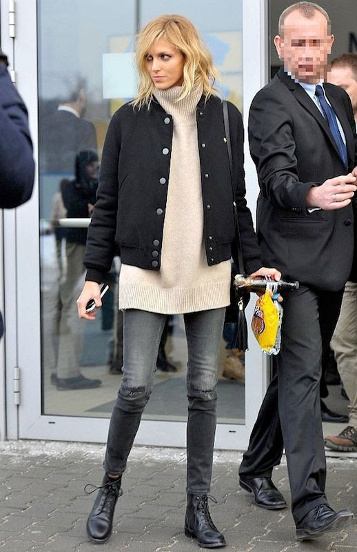 Le Fashion Blog Model Anja Rubik Fall Airport Style Black Bomber Jacket Oversize Turtleneck Sweater Crossbody Bag Distressed Skinny Jeans Lace Up Ankle Boots Via Pudelek