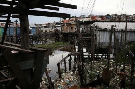 Bolsonaro sanciona com 11 vetos novo marco do saneamento básico