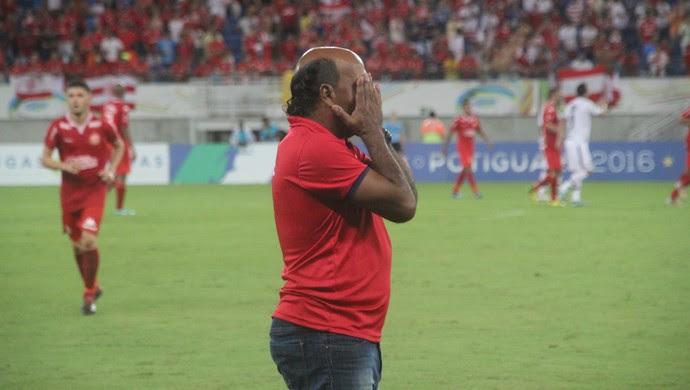 Carlos Moura técnico interino do América-RN (Foto: Fabiano de Oliveira)