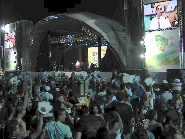 Show do Encanta Ceará reúne multidão na Praia de Iracema (Foto: TV Verdes Mares/Reprodução)