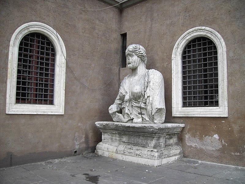 Fil: Madama Lucrezia en piazza san marco.JPG
