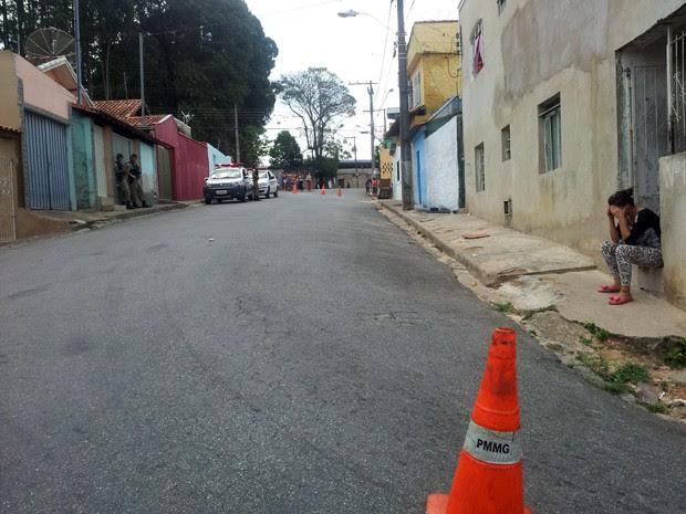 Segundo testemunhas, vítima estava em casa com os seis filhos (Foto: Daniela Ayres/G1)