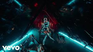 """Assista ao clipe """"Hard White"""" de Nicki Minaj do álbum """"Queen"""" + entenda o conceito."""