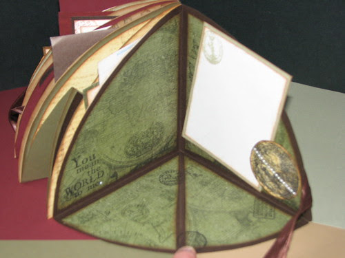 Club Scrap Bookshelves Globe Book 021